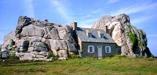 La maison de castel meur - Maison entre deux rochers ...